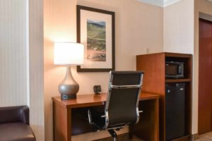 Comfort Suite Carlisle room amenities